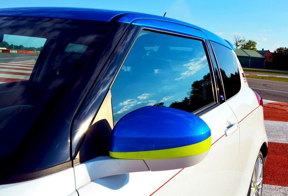 Suzuki Swift Sport GSX-RR: l'auto che celebra la MotoGP - Foto 8 di 8