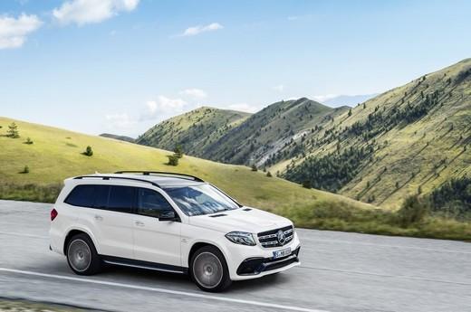 Mercedes GLS, le foto ufficiali del suv full size