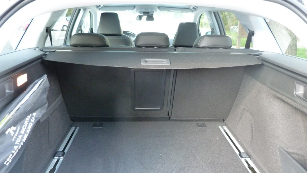 peugeot 308 station wagon 2 0 turbodiesel 150cv prova su strada e prezzi infomotori. Black Bedroom Furniture Sets. Home Design Ideas