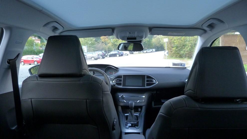 Peugeot 308 Station Wagon 2.0 turbodiesel 150CV prova su strada e prezzi - Foto 3 di 28