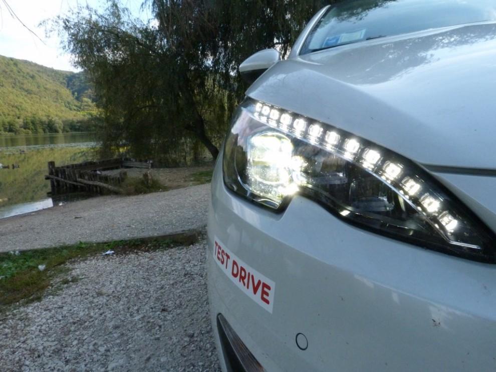 Peugeot 308 Station Wagon 2.0 turbodiesel 150CV prova su strada e prezzi - Foto 8 di 28