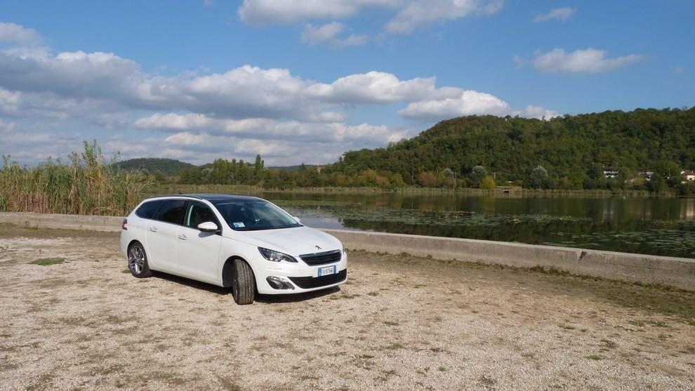 Peugeot 308 Station Wagon 2.0 turbodiesel 150CV prova su strada e prezzi - Foto 1 di 28