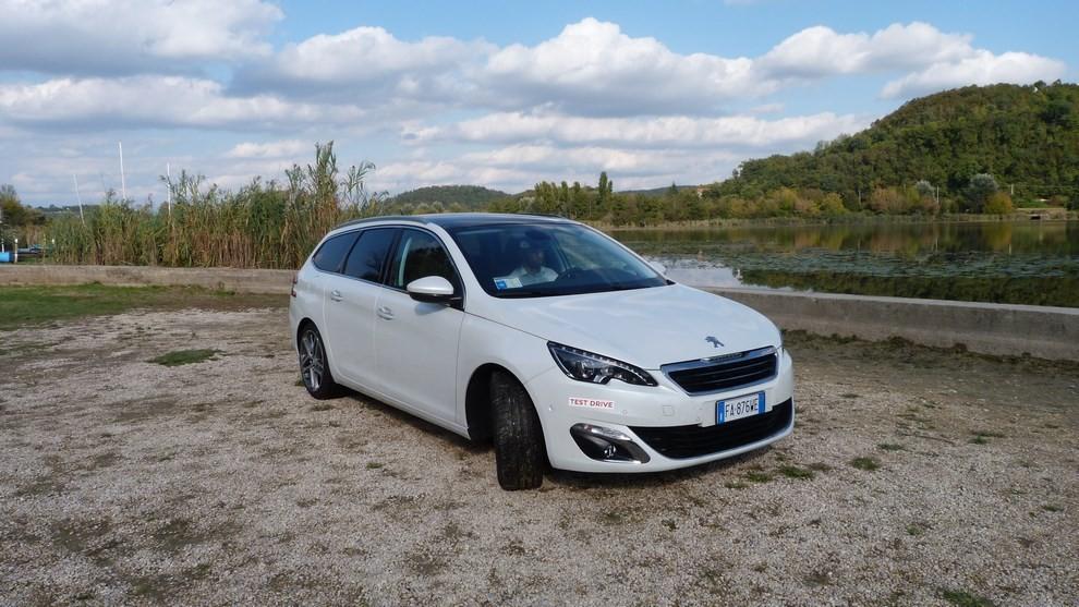 Peugeot 308 Station Wagon 2.0 turbodiesel 150CV prova su strada e prezzi - Foto 28 di 28