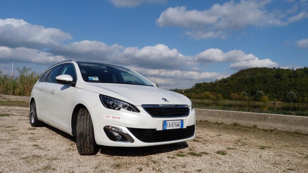Peugeot 308 Station Wagon 2.0 turbodiesel 150CV prova su strada e prezzi - Foto 16 di 28