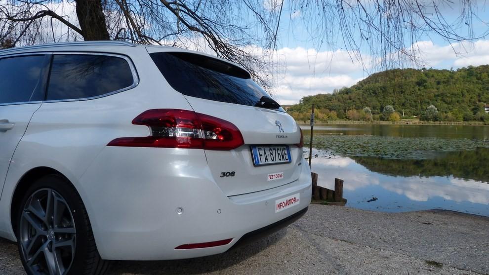 Peugeot 308 Station Wagon 2.0 turbodiesel 150CV prova su strada e prezzi - Foto 24 di 28