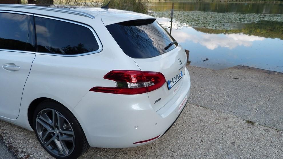 Peugeot 308 Station Wagon 2.0 turbodiesel 150CV prova su strada e prezzi - Foto 26 di 28