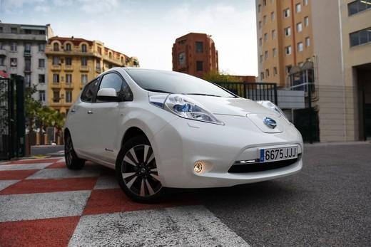 Nissan LEAF 30kWh: un viaggio di 900 km con una sola ricarica
