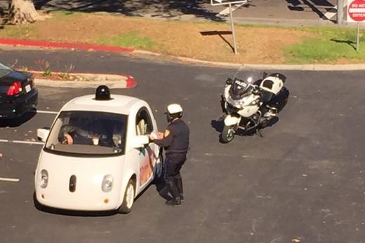 La polizia californiana ferma la Google Car per guida troppo lenta