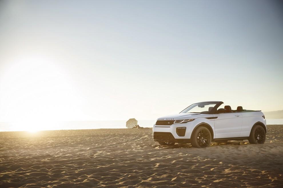 La sexy bond Girl presenta la nuova Range Rover Evoque Cabrio - Foto 2 di 39