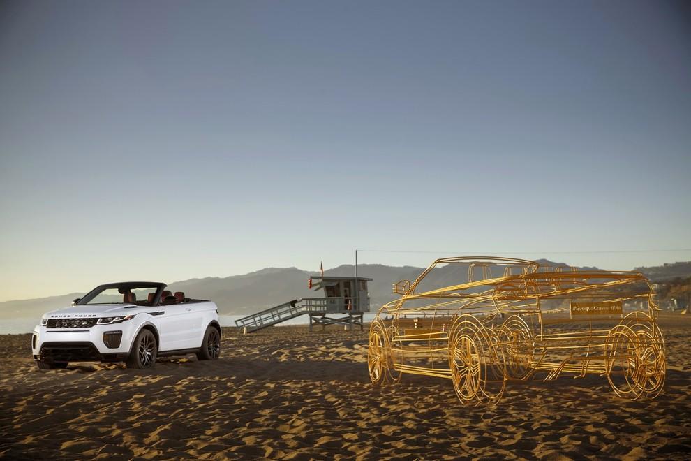 La sexy bond Girl presenta la nuova Range Rover Evoque Cabrio - Foto 3 di 39