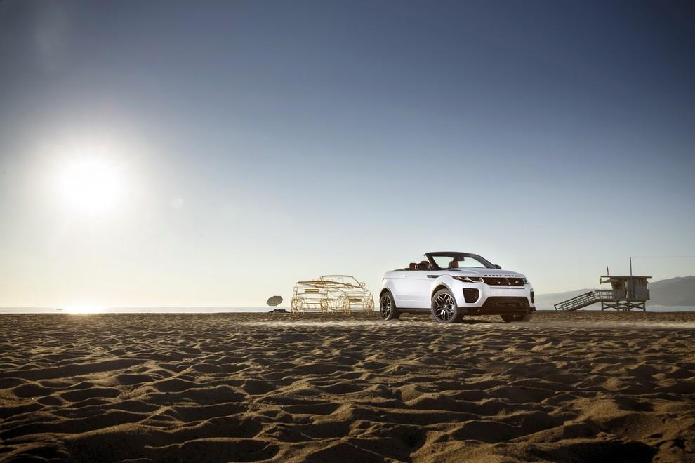 La sexy bond Girl presenta la nuova Range Rover Evoque Cabrio - Foto 4 di 39