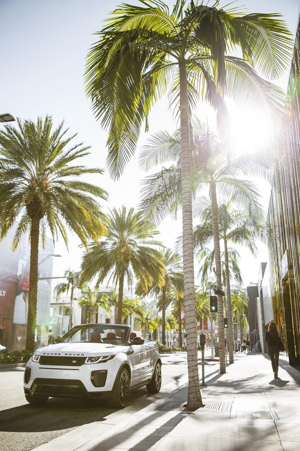 La sexy bond Girl presenta la nuova Range Rover Evoque Cabrio - Foto 7 di 39