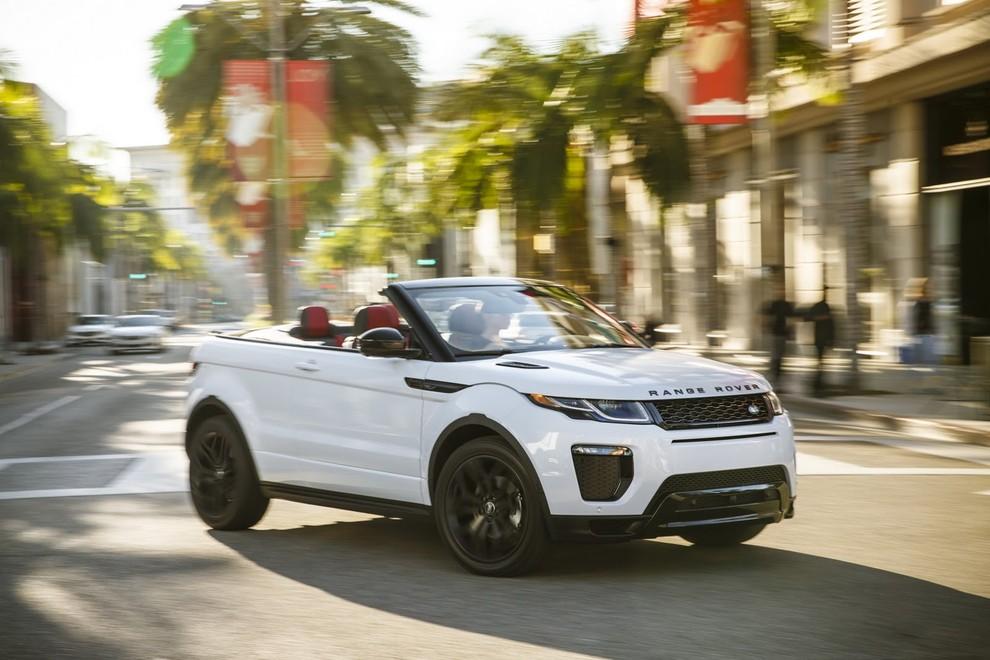 La sexy bond Girl presenta la nuova Range Rover Evoque Cabrio - Foto 10 di 39