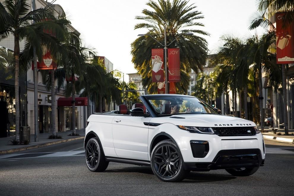 La sexy bond Girl presenta la nuova Range Rover Evoque Cabrio - Foto 11 di 39