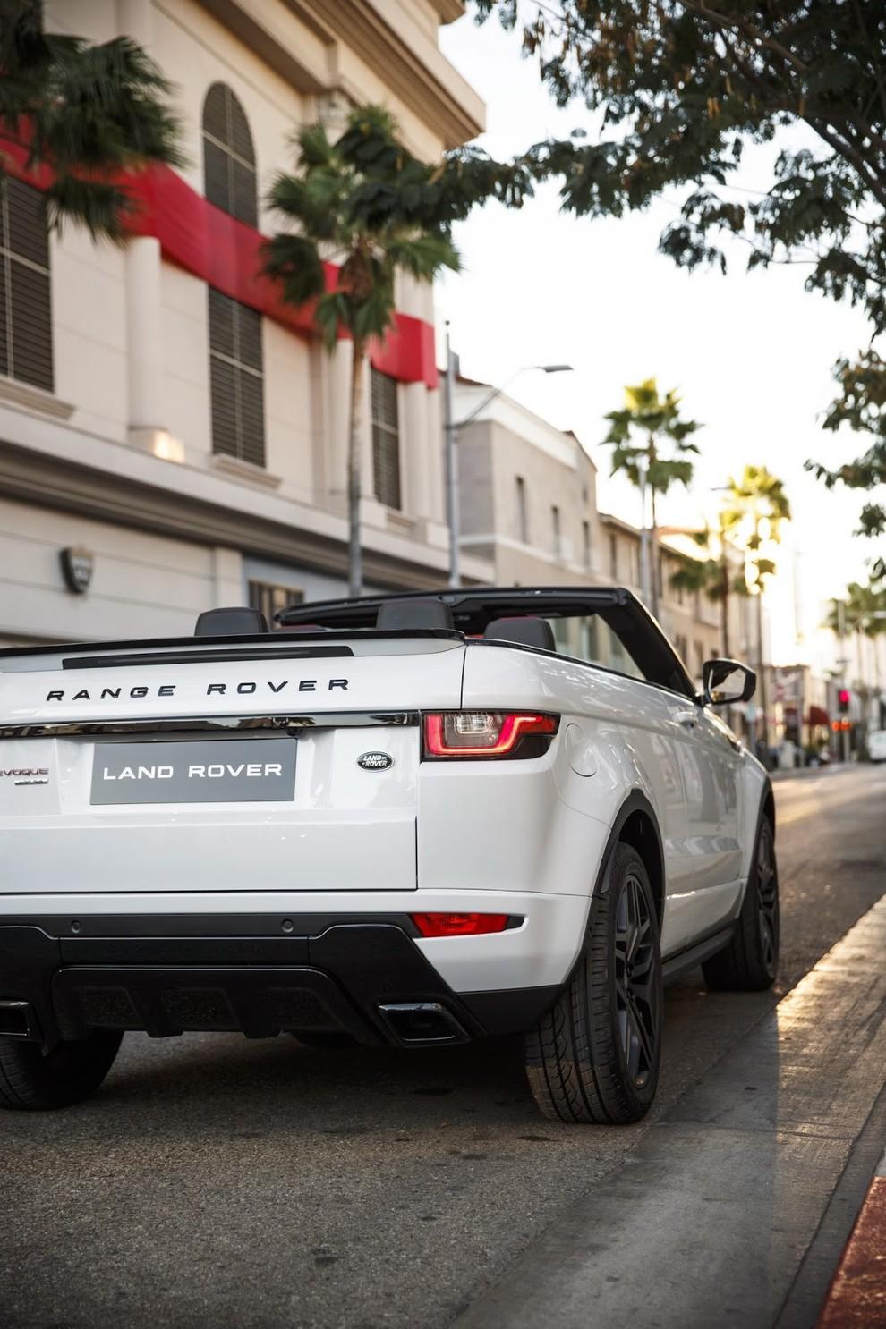 La sexy bond Girl presenta la nuova Range Rover Evoque Cabrio - Foto 14 di 39