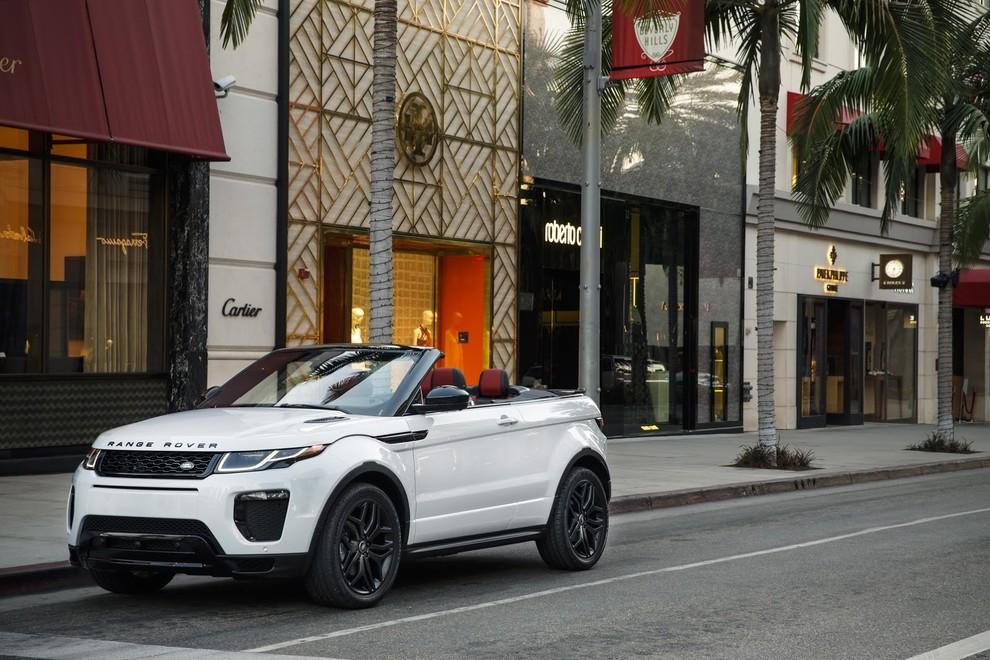 La sexy bond Girl presenta la nuova Range Rover Evoque Cabrio - Foto 15 di 39