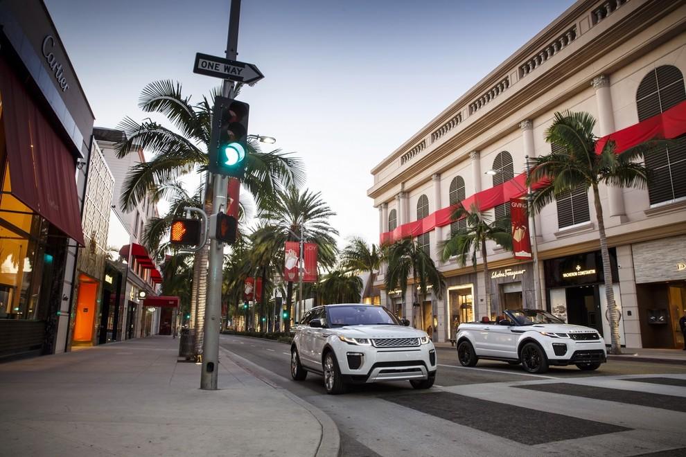 La sexy bond Girl presenta la nuova Range Rover Evoque Cabrio - Foto 17 di 39