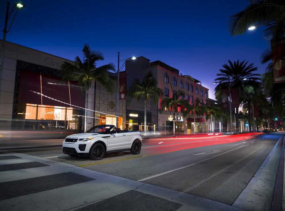La sexy bond Girl presenta la nuova Range Rover Evoque Cabrio - Foto 20 di 39