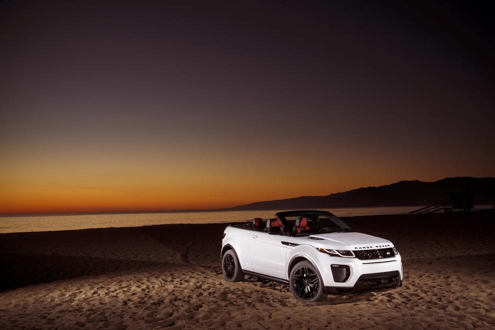 La sexy bond Girl presenta la nuova Range Rover Evoque Cabrio - Foto 12 di 39