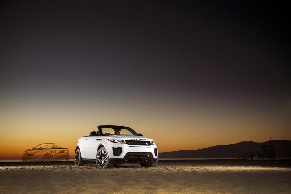 La sexy bond Girl presenta la nuova Range Rover Evoque Cabrio - Foto 23 di 39