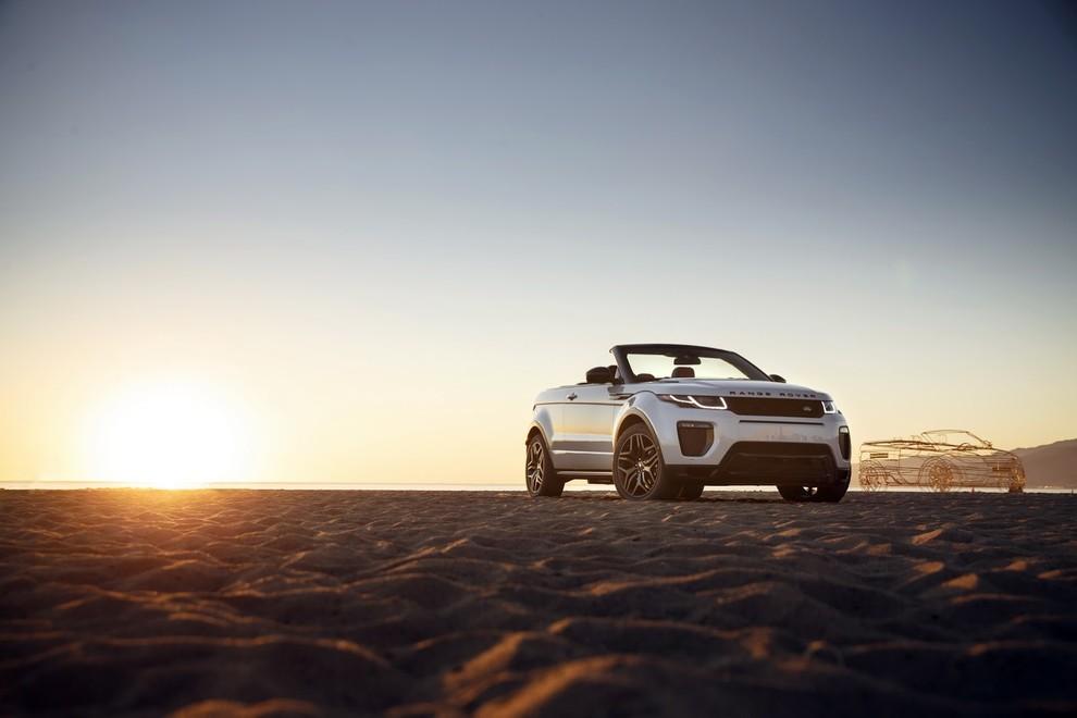 La sexy bond Girl presenta la nuova Range Rover Evoque Cabrio - Foto 37 di 39