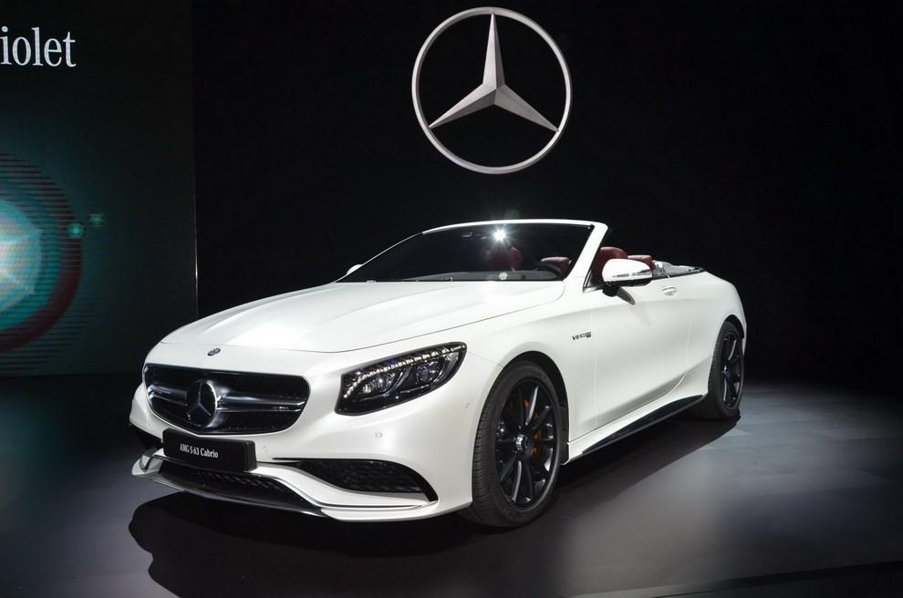 La nuova Mercedes-Benz SL 2017 pronta per il Los Angeles Auto Show - Foto 2 di 11