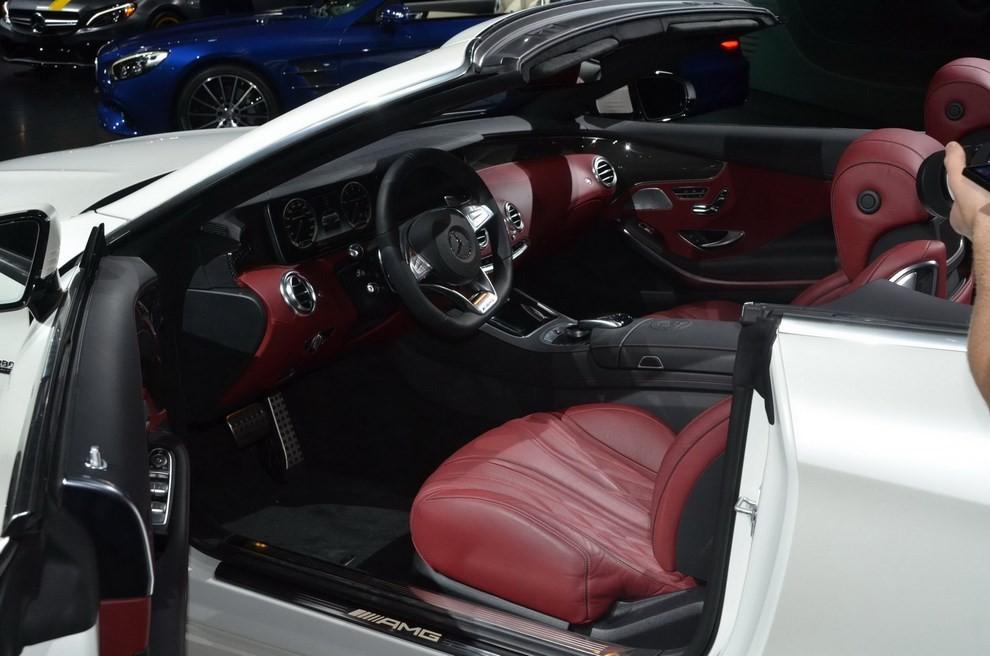 La nuova Mercedes-Benz SL 2017 pronta per il Los Angeles Auto Show - Foto 3 di 11