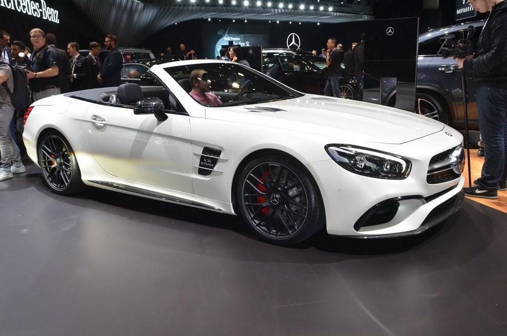 La nuova Mercedes-Benz SL 2017 pronta per il Los Angeles Auto Show - Foto 1 di 11