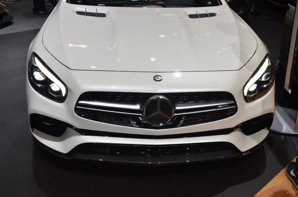 La nuova Mercedes-Benz SL 2017 pronta per il Los Angeles Auto Show - Foto 5 di 11
