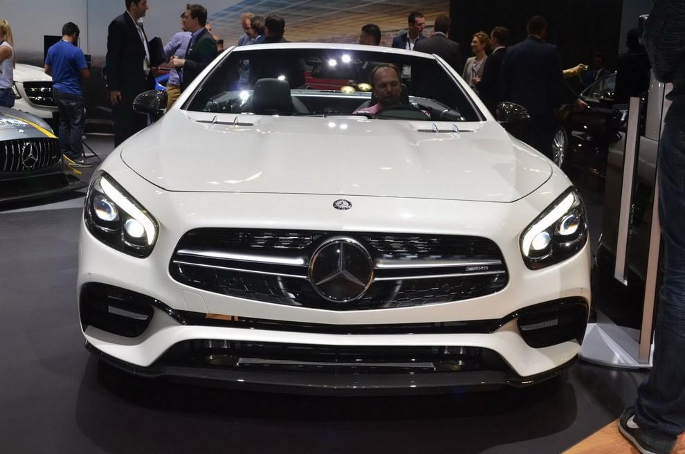 La nuova Mercedes-Benz SL 2017 pronta per il Los Angeles Auto Show - Foto 6 di 11