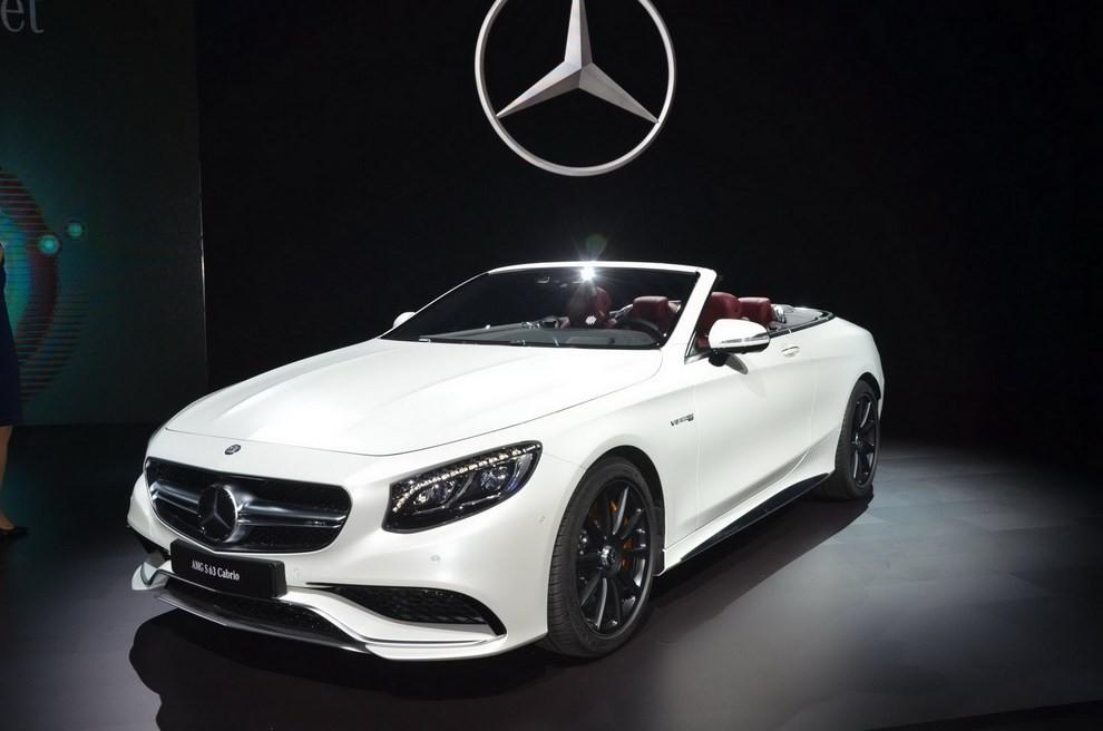 La nuova Mercedes-Benz SL 2017 pronta per il Los Angeles Auto Show - Foto 11 di 11