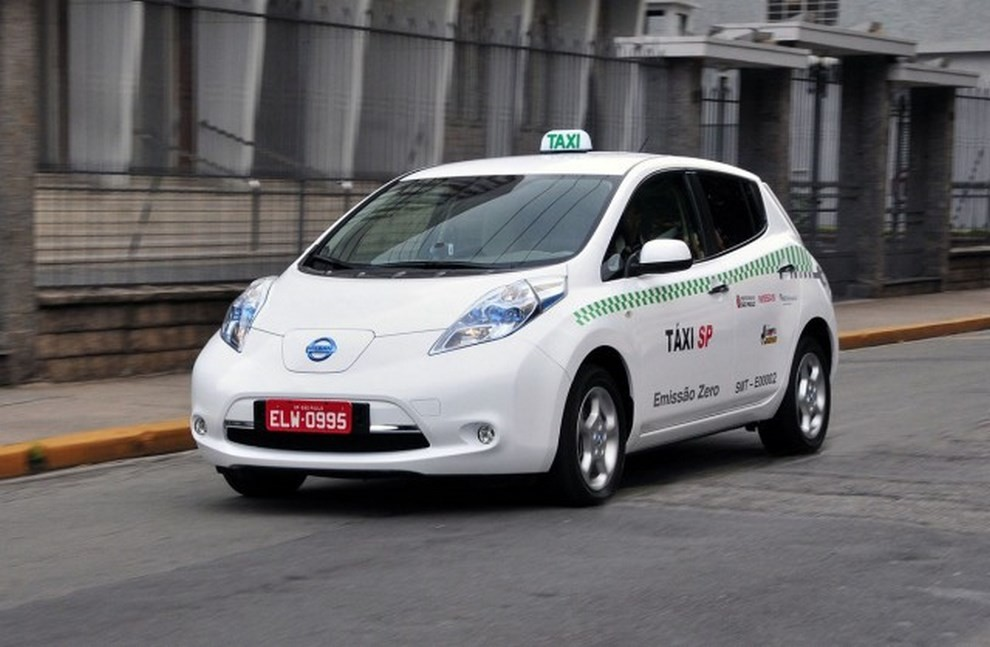 Il Comune di Milano propone 500 licenze per taxi elettrici - Foto 1 di 6