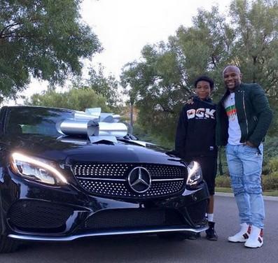 Floyd Mayweather regala una Mercedes al figlio