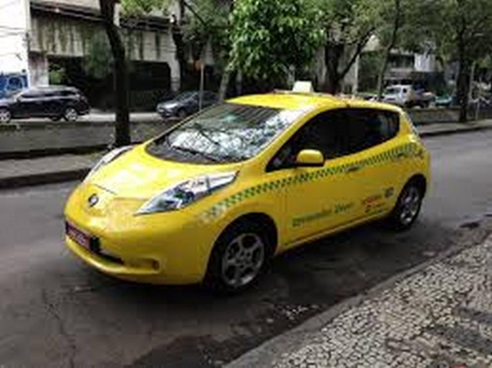 Il Comune di Milano propone 500 licenze per taxi elettrici - Foto 4 di 6