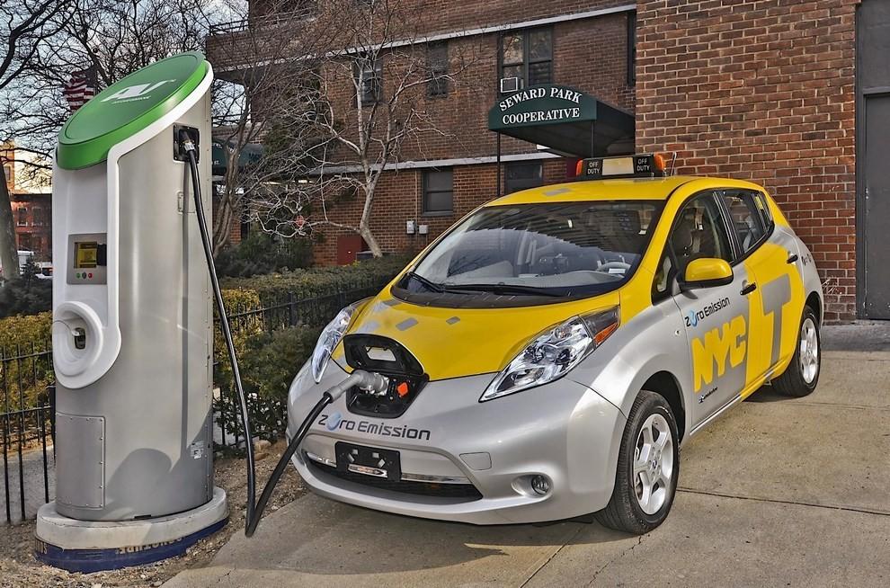 Il Comune di Milano propone 500 licenze per taxi elettrici - Foto 6 di 6