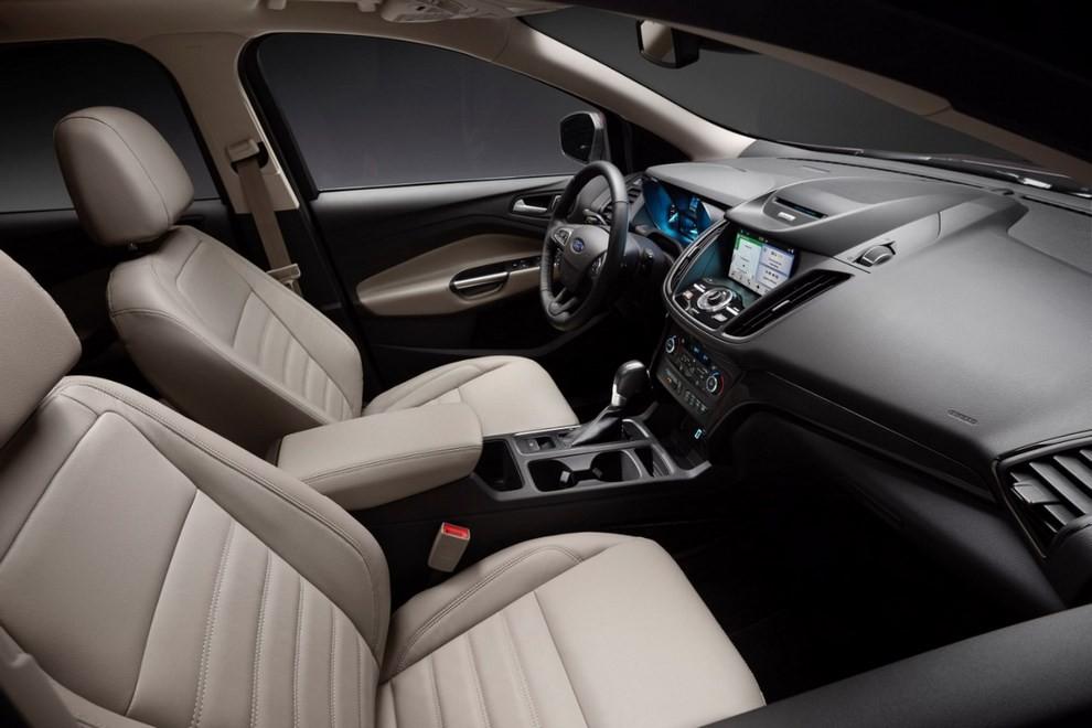 Ford Kuga 2016 si rinnova in stile americano - Foto 5 di 11