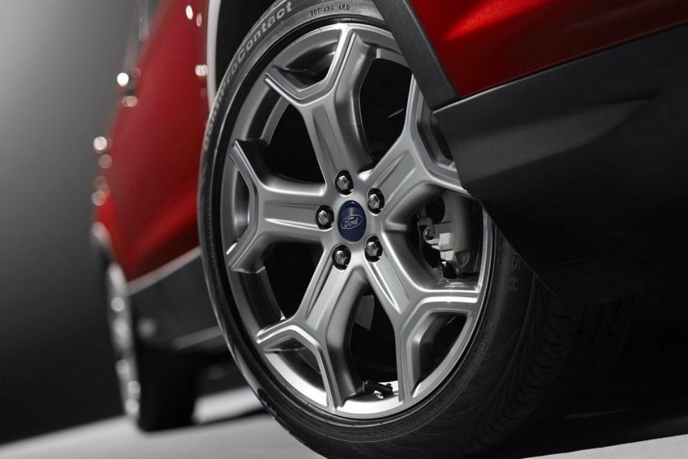 Ford Kuga 2016 si rinnova in stile americano - Foto 6 di 11