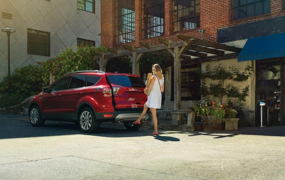 Ford Kuga 2016 si rinnova in stile americano - Foto 7 di 11