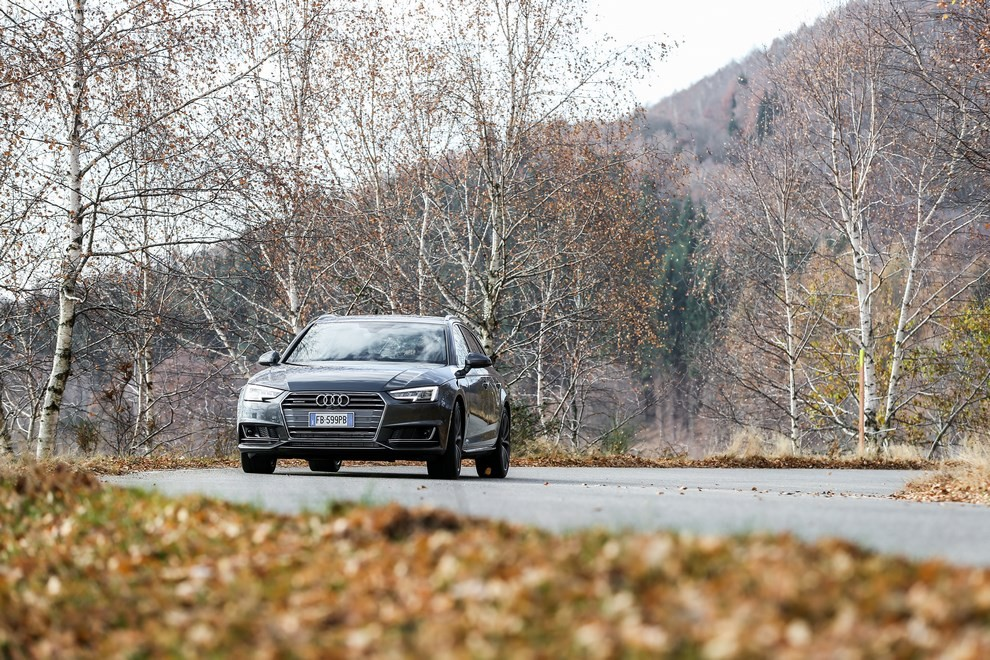 Audi A4 e A4 Avant 2016 prova su strada, prezzi e dotazioni di serie - Foto 27 di 58
