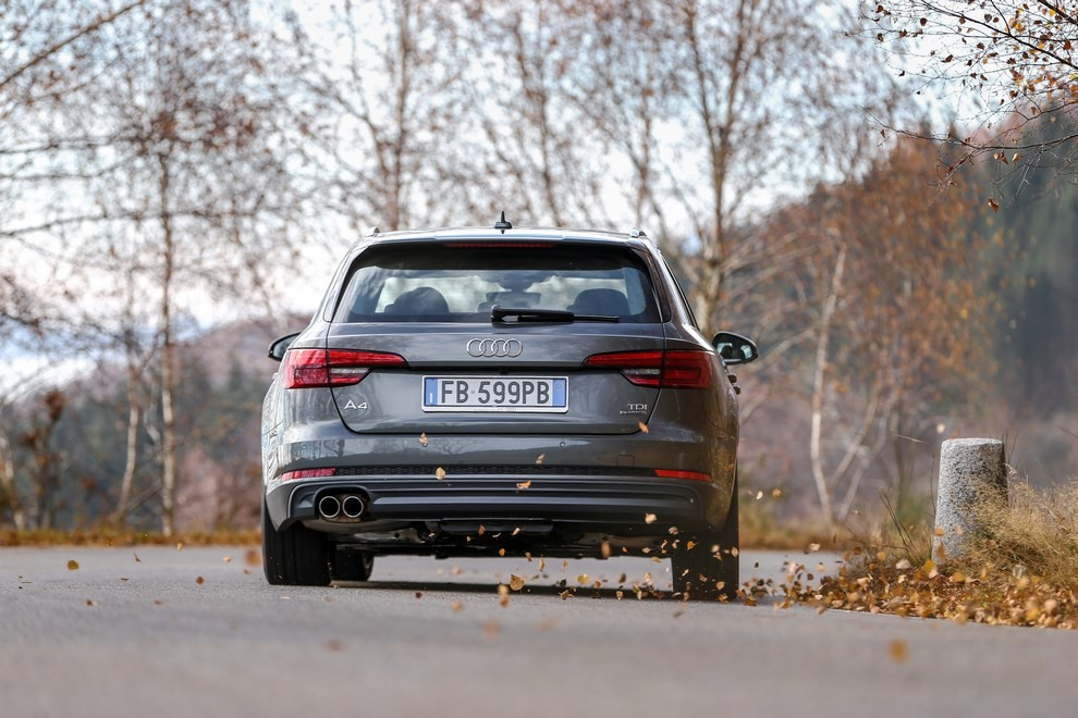 Audi A4 e A4 Avant 2016 prova su strada, prezzi e dotazioni di serie - Foto 29 di 58