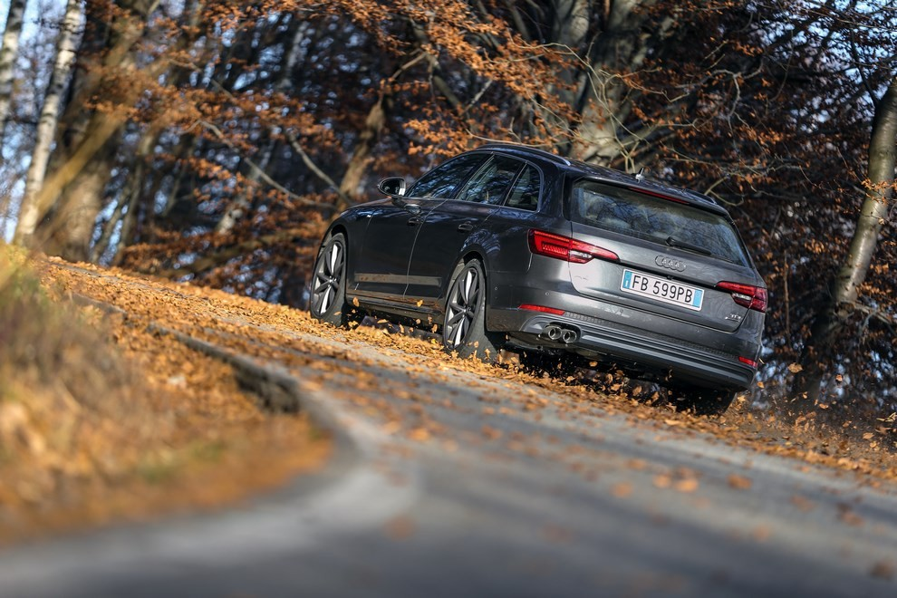 Audi A4 e A4 Avant 2016 prova su strada, prezzi e dotazioni di serie - Foto 38 di 58