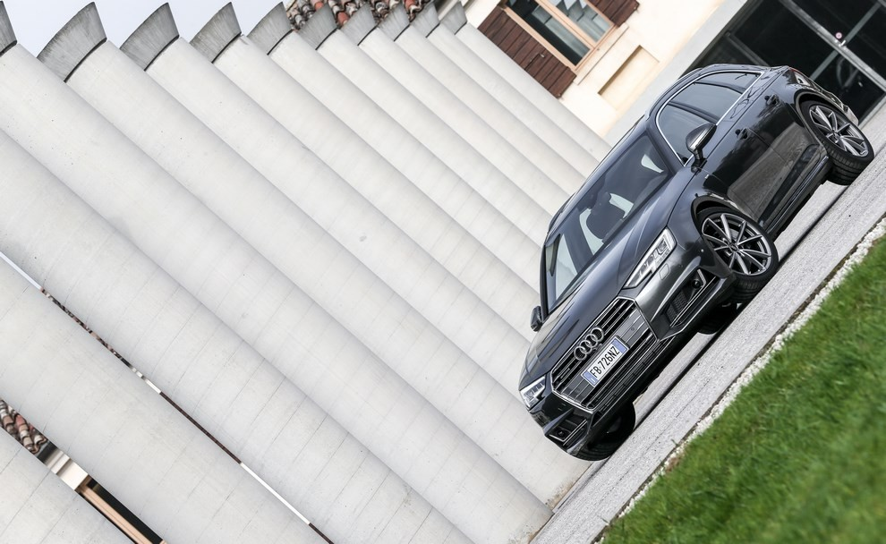 Audi A4 e A4 Avant 2016 prova su strada, prezzi e dotazioni di serie - Foto 9 di 58