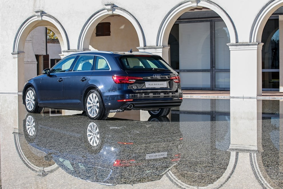 Audi A4 e A4 Avant 2016 prova su strada, prezzi e dotazioni di serie - Foto 55 di 58