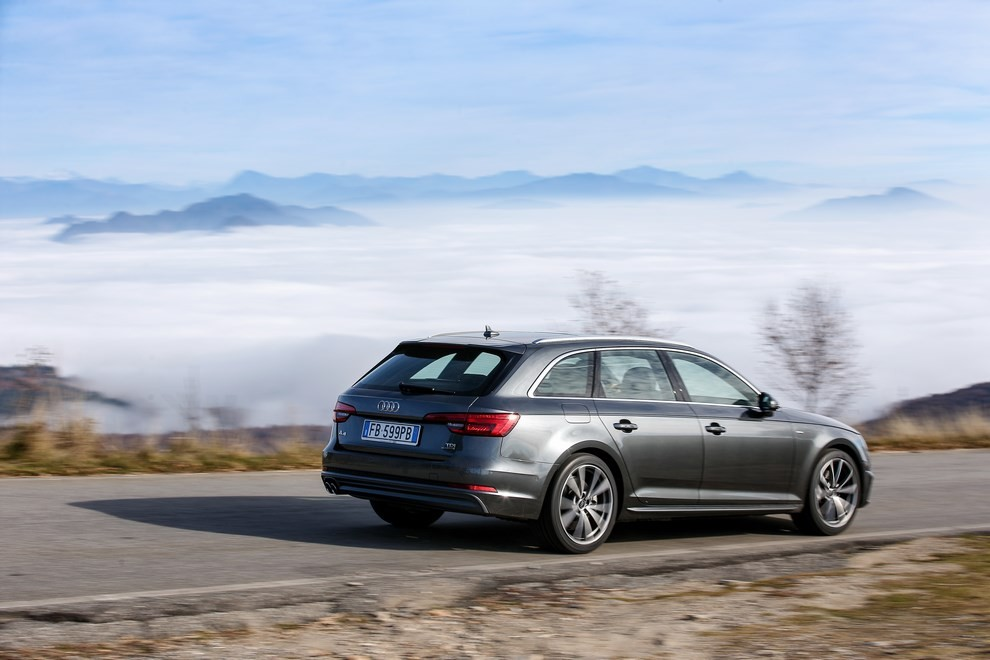 Audi A4 e A4 Avant 2016 prova su strada, prezzi e dotazioni di serie - Foto 11 di 58