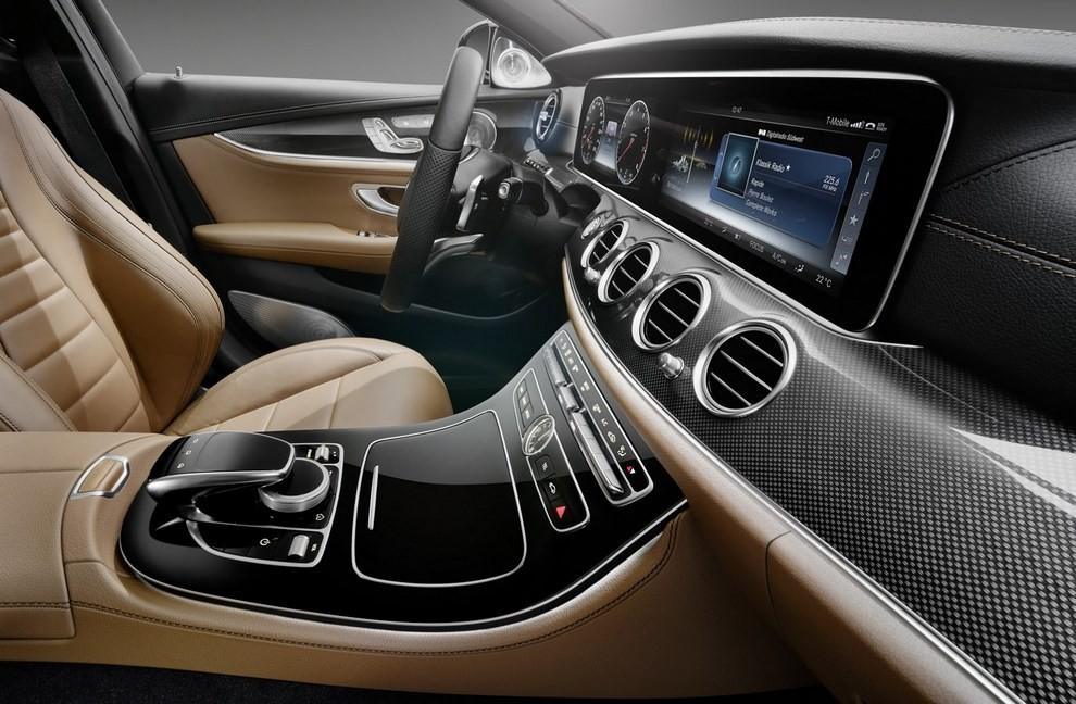 Nuova Mercedes Classe E, gli interni - Foto 6 di 18