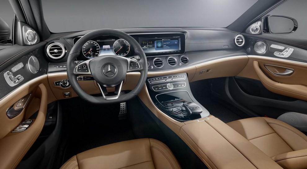 Nuova Mercedes Classe E, gli interni - Foto 12 di 18