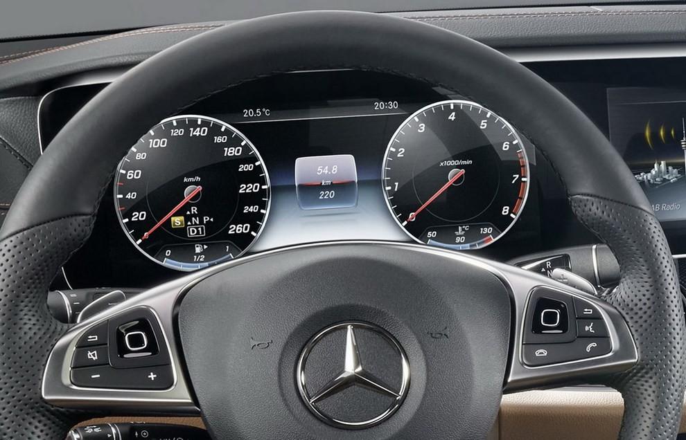 Nuova Mercedes Classe E, gli interni - Foto 13 di 18
