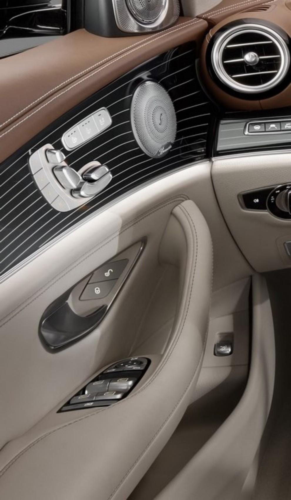 Nuova Mercedes Classe E, gli interni - Foto 14 di 18