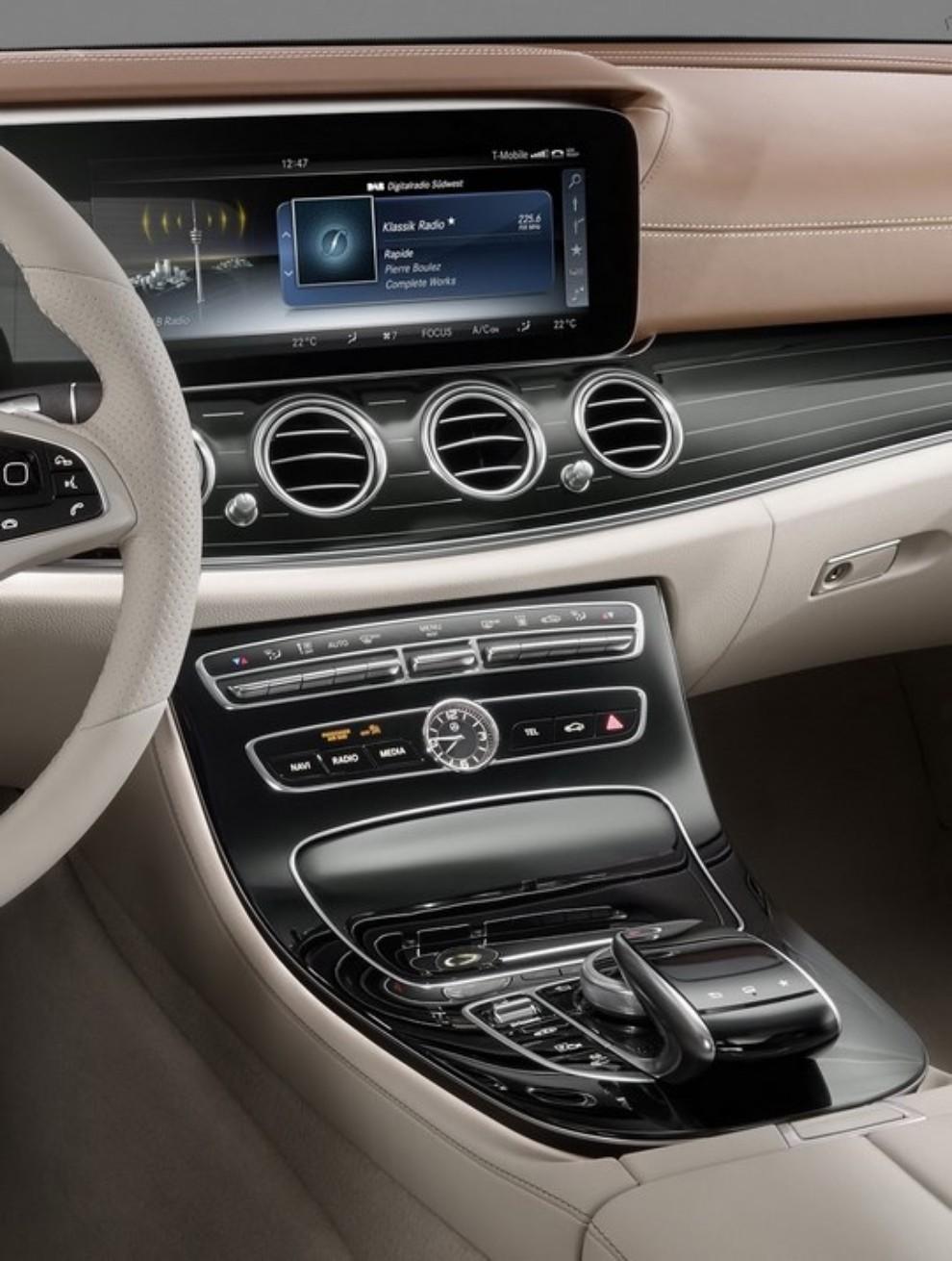 Nuova Mercedes Classe E, gli interni - Foto 15 di 18