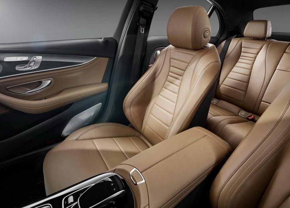 Nuova Mercedes Classe E, gli interni - Foto 17 di 18